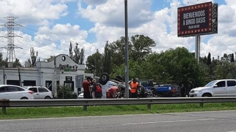 Accidente y vuelco en Panamericana
